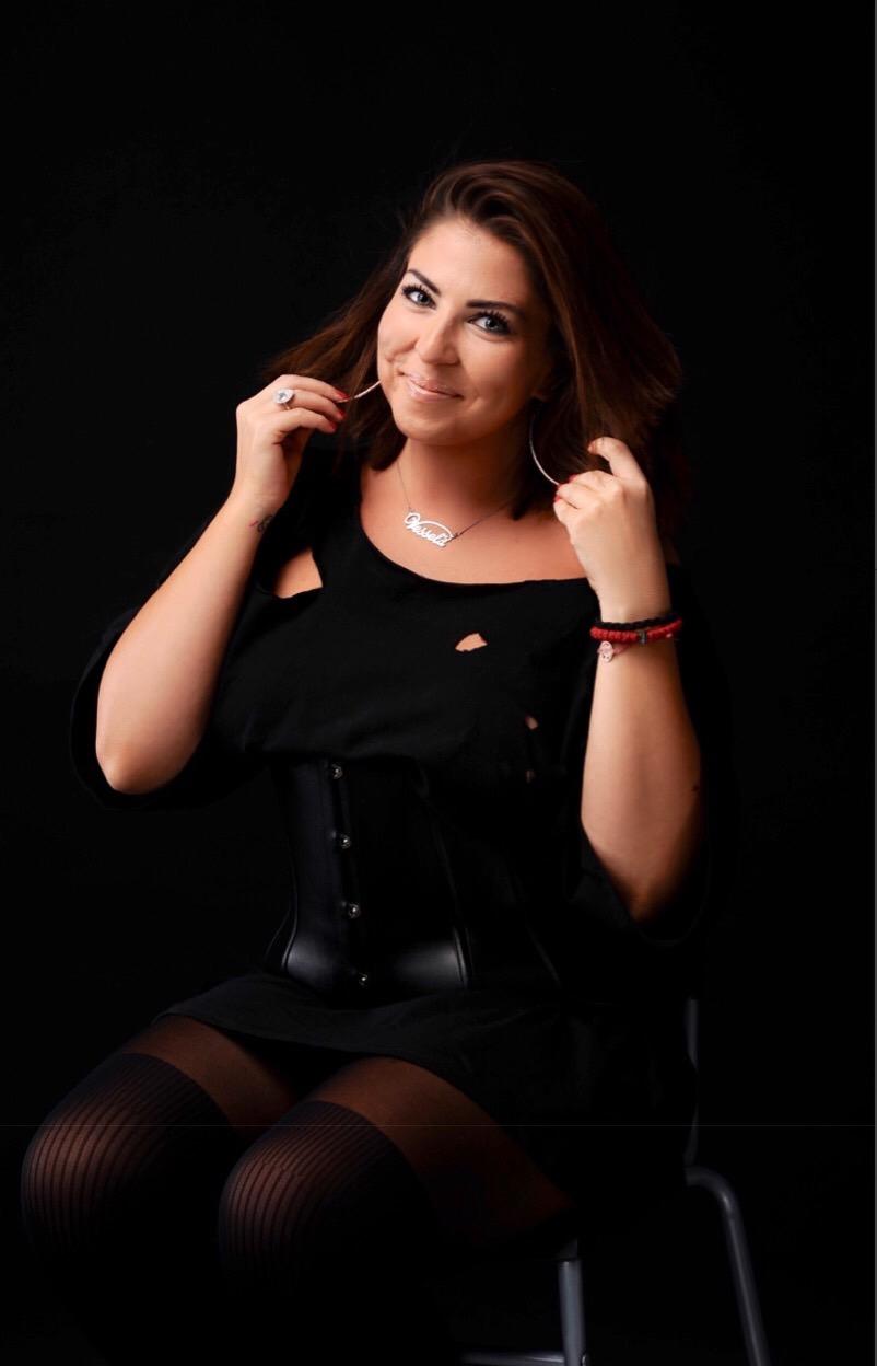 Весела Маринчева. Професионална певица